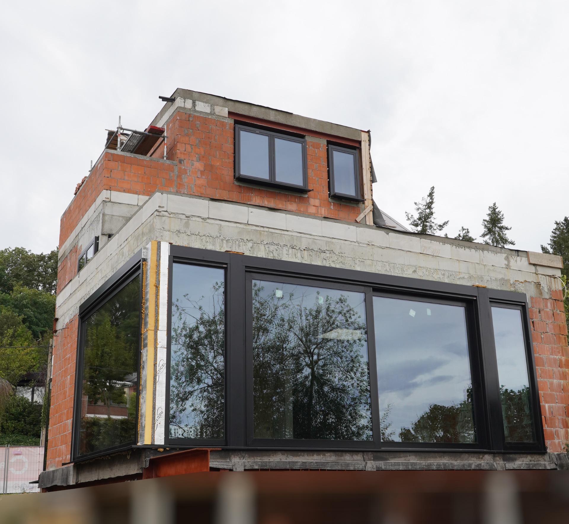 Realisatie aluminium ramen en deuren in RAL9005 te Pimberg – Bierbeek